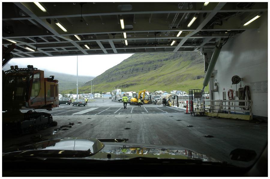 Island! Vylodění v Seydisfjörduru.