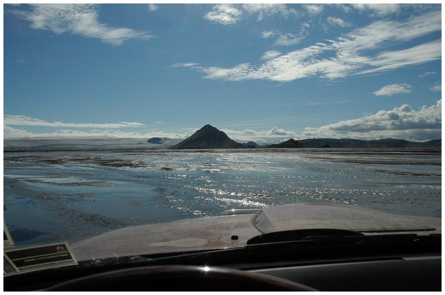 Průjezd záplavovou oblastí u ledovce Mýrdalsjökull 7-0261