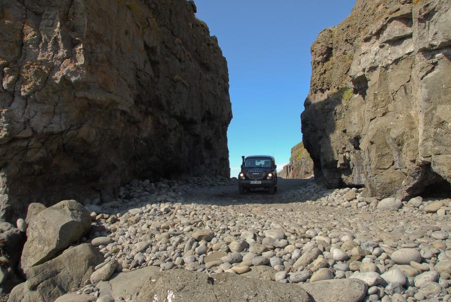 Svalvogavegur - skalní brána